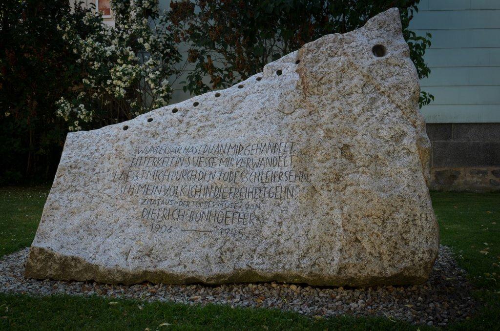 Gedenkstein vor der Pankratiuskirche