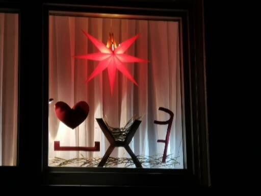 """7. Dezember: Fam. Kretschmer: """"mit leeren Händen vor der Krippe stehen..."""